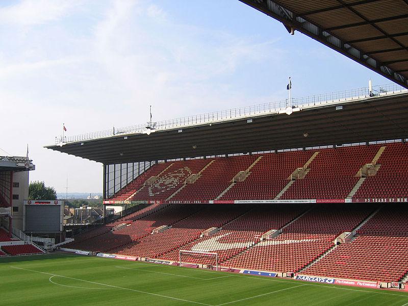 Arsenal_Stadium_interior_North_Bank