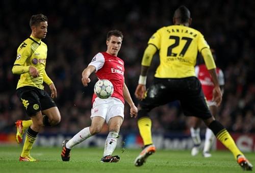 Soccer - UEFA Champions League - Group F - Arsenal v Borussia Dortmund - Emirates Stadium