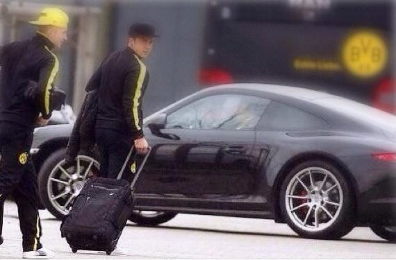 Marco Reus & Gotze Approaching to Aston Martin Vanquish