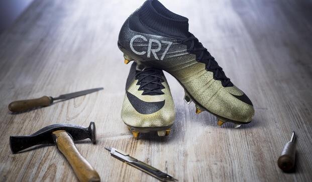 920e9afa33d ... shoes New CR7 Black Gold soccer cleats of Ronaldo