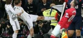 Wayne Rooney falling goal celebration